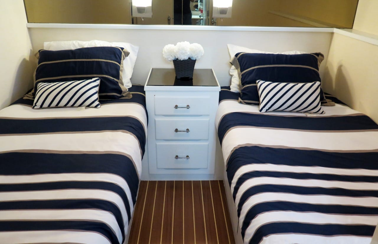 80ft yacht